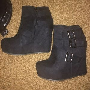 Shi by Journey Black Suede closed toe Wedges